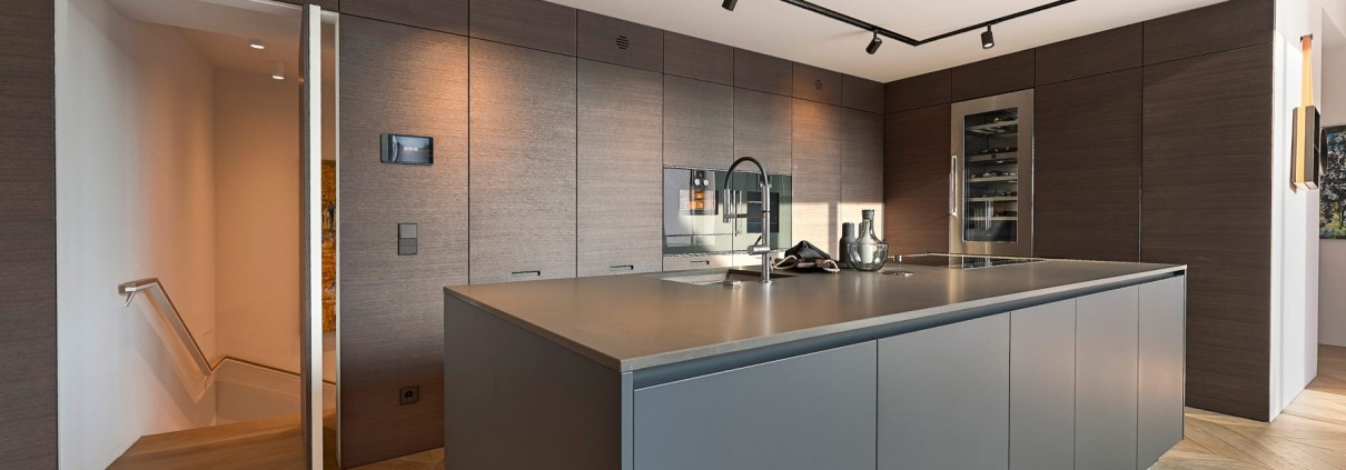 Porta-a-bilico-in-cucina-FritsJurgens-Progetto-Vienna-1803x1200